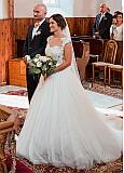 Chic Tulle Jewel Neckline A-line Wedding Dresses With Lace Appliques & Beadings & Belt